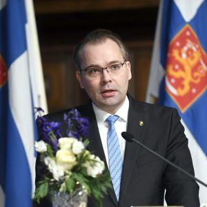 Jussi Niinistö öppnade den 223:e försvarskursen i Helsingfors.