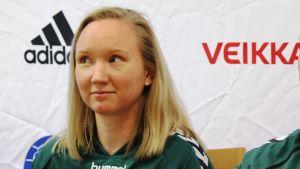 Spartas spelare Raita Heiskanen och chefstränare Ken Sirenius på playoffinfo 25.3.2015.