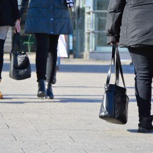 Folk på stan i Vasa.