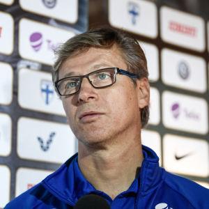 Markku Kanerva leder Finlands herrlandslag i fotboll.