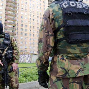 Ryska FSB:s insatsstyrkor i St.Petersburg under räd mot misstänkt terrorcell.