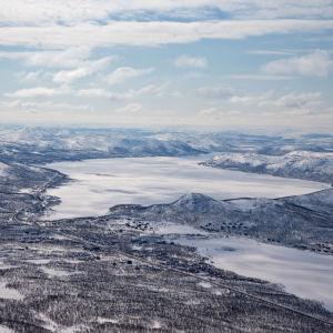 Näkymä Saanan huipulta Kilpisjärven kylän suuntaan.