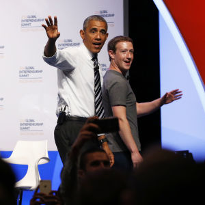 Barack Obama och Mark Zuckerberg efter en företagskonferens i Stanford, Kalifornien 2016.