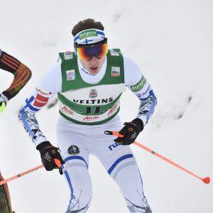 Ilkka Herola åker före Johannes Rydzek