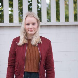Porträtt på Fanny Willman, student från Vasa Övningsskola våren 2017.