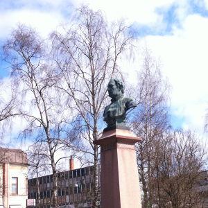 Runeberg ska få sin studentmössa.