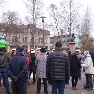 Valborgsmässoafton i Runebergsparken i Jakobstad.