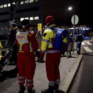 Första hjälppersonal vid nyårsfirandet i Helsingfors.