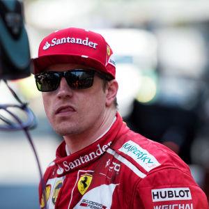 Kimi Räikkönen med tungan ute.