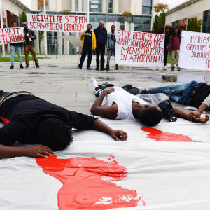 Etiopier i Berlin protesterade nyligen mot människorättsbrott i Etiopien. Demonstranterna krävde också att förbundskansler Angela Merkel ställer in ett planerat besök i Addis Abeba