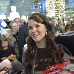 Saara Aalto på Helsingfors-Vanda flygplats.