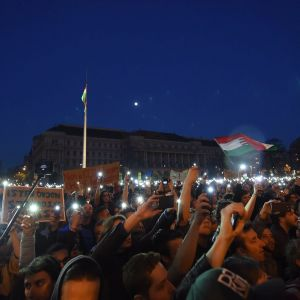 Tiotusentals ungrare protesterade i Budapest mot lagförslag som hotar CEU.