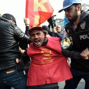Turkisk kravallpolis drabbade samman med första maj-demonstranter i Istanbul 1.5.2017
