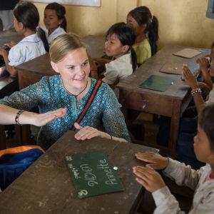 Annette Gothoni jobbar på en skola i Kambodja.