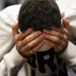 En av de gripna, den tredje 18-åringen, som häktades för misstanke om inblandning i Åbodådet.