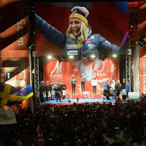 Therese Johaug på prispallen som vinnare, VM 2015.