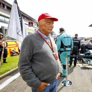 Niki Lauda står på startgridden