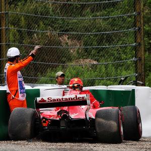 Kimi Räikkönens bil utanför banan.