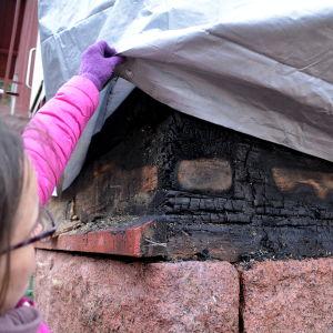 Brandskador vid gammal skolbyggnad.