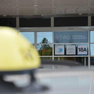 Taxi utanför Åbo universitetscentralsjukhus.