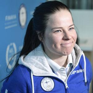 En tröttkörd Krista Pärmäkoski försöker hitta krafter för den kommande världscupavslutningen i Falun.