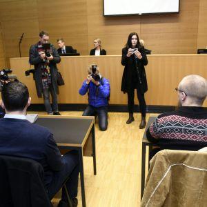 Rättegången mot de tre männen började på fredagen