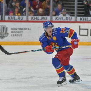 Olli Palola skrinnar i en ishockeymatch för Jokerit.