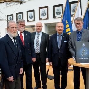 Fyra av de tidigare rektorerna, samt den nuvarande rektorn av sjöfartsskolan i Åbo.