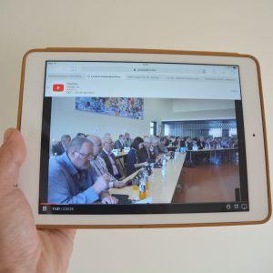 Lovisa fullmäktiges möte via läsplatta 13.09.17
