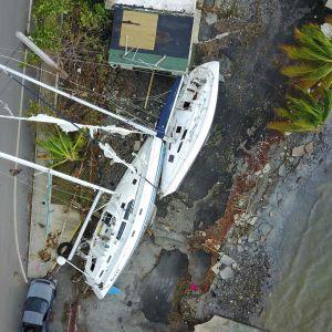 Segelbåtar har kastats upp på land i Puerto Rico av orkanen Maria