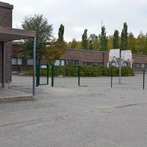En tom skolgård