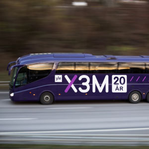 En fiktiv Yle X3M-buss
