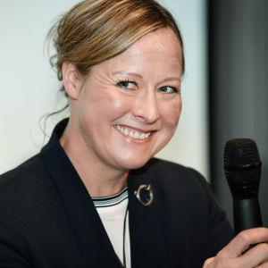 Juulia Jyläs på presskonferens inför Helsinki International Horse Show 2017.