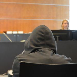 Den åtalade kvinnan i Österbottens tingsrätt på torsdagen.