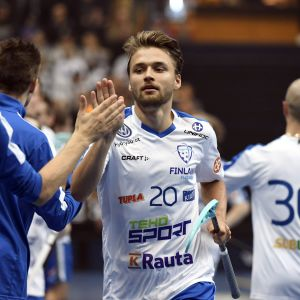 Nico Salo firar en fullträff mot Sverige.