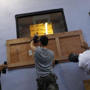 Orkanskydd spikas upp i Puerto Rico