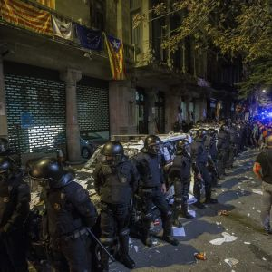 Polisräd i Barcelona inför folkomröstningen den 1 oktober.