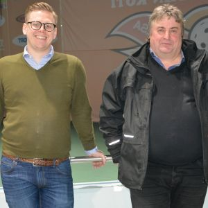 Mathias Skytte, styrelseordförande för Vasaregionens Arenor och Stig Beijar, SFP, är glada över att få fira Botniahallens 20-årsjubileum.