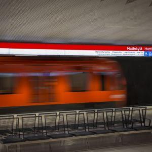 liikkuva metro Matinkylän asemalla
