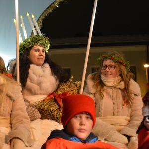 Årets lucia i Jakobstad, Emilia Westersund tillsammans med tärnorna Evelina Sundvik och Emma Anttila