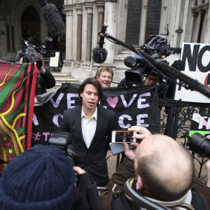 Lauri Love uttalar sig utanför domstolen i Londonden 5 februari 2018.