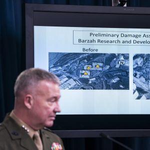 Generallöjtnant Kenneth F. McKenzie Jr. redogör för det USA-ledda anfallet mot Syrien.