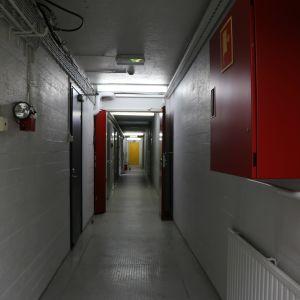 En av de långa korridorerna i de tomma utrymmena under jorden i Svalberga