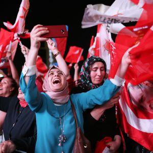 Recep Tayyip Erdoğan är särskilt populär bland konservativa muslimer på landsbygden och i städer