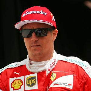 Formel 1-förare i närbild.