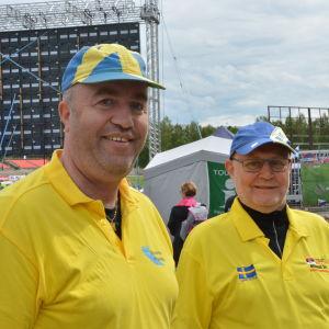 Ola Nordgren och Lars-Göran Lennqvist reser runt världen och ser på friidrott.