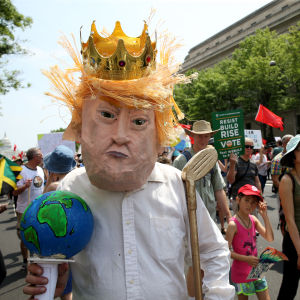 Demonstranter marscherar för miljön i Washington.