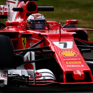 Kimi Räikkönen i Ferraribilen.