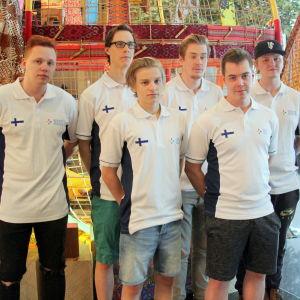 Suomen vuoden 2016 eUrheilun maajoukkueen kuva Jakartasta