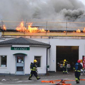 brand på industrivägen i borgå 24.10.16